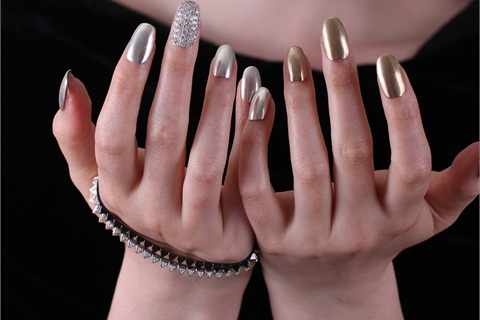 <p>Odile Tull's press-on nail jewelry</p>