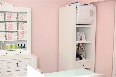 <p>With the sterilization equipment placed in clear view on an open  front cupboard, clients have an added opportunity to see the salon's  cleanliness standards at work.</p>