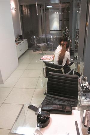 <p>Salon Chérie maximizes the use of its slender floor plan.</p>