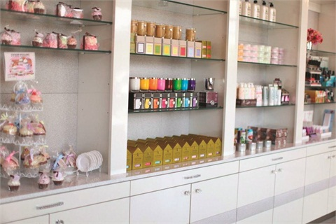 <p>Isle Pedi Spa allocated 400 square feet to its retail section, which features over 600 different shades of high-end polish to purchase. Also available are candles, bath bombs, nail care products, neck wraps, flip flops, sandals, and all of the salon's house-blended products.</p>