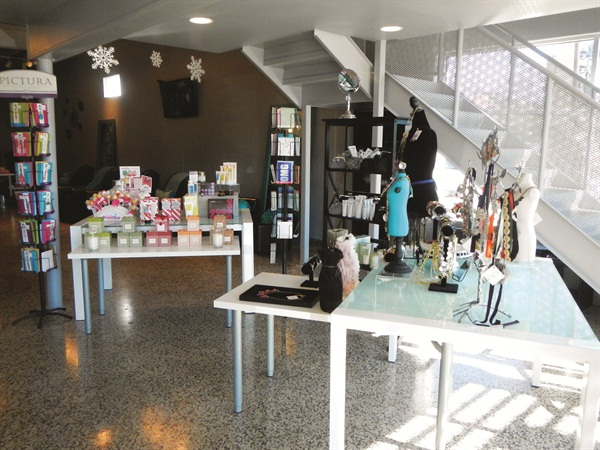 <p>The nails-only salon also has a great retail area upfront in the reception area, selling cards, candles, jewelry and other boutique items.</p>