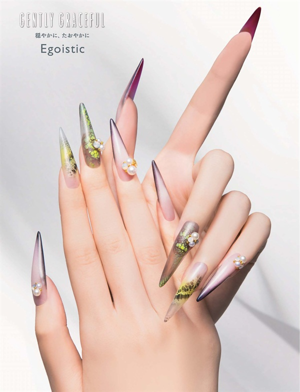 <p>The cool beauty of a woman can be captured with the mix of matte metallic and a cloudy hue.</p>