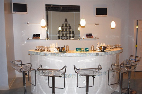 <p>The main salon, RiMahni Glo Day Spa, is a local's favorite and offers a variety of high-end treatments for nails, hair, and skin.</p>