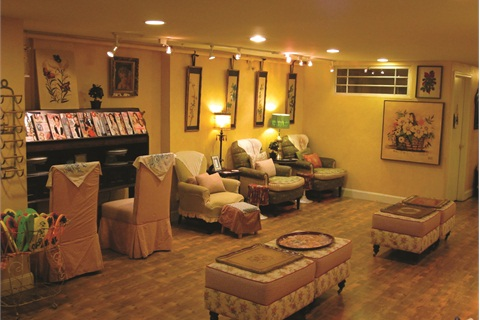 """<p class=""""NoParagraphStyle"""">Polished Lounge is decorated with an extensive collection of antique furniture and artwork. Its yellow wallpaper, warm lighting, and oversized chairs make the salon especially relaxing for clients.</p>"""
