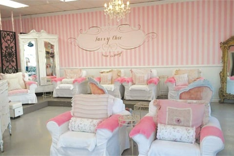 The theme s the thing savvy chic nail cottage business - Salon de style anglais ...