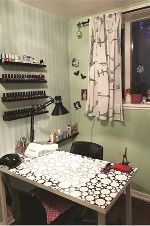 <p>Catherine Côté works from her apartment's nail room.</p>