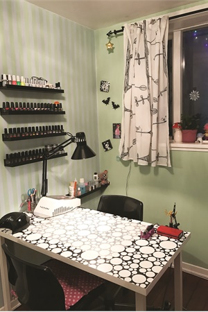 Catherine Côté works from her apartment's nail room.