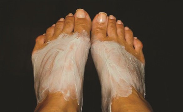 <p>Foot masks tend to fall into two categories: those that provide hydration and those that remove dead skin.</p>