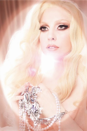 <p>In addition to a softer look for this month's cover, Gina also recently created this soft, ethereal look for Lady Gaga's M.A.C. Viva Glam campaign.</p>