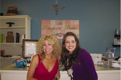 <p>With her creative talent the Pampered Pinkie sign was even handmade by owner Megan Wilcock (on the right in this photo with me).</p>
