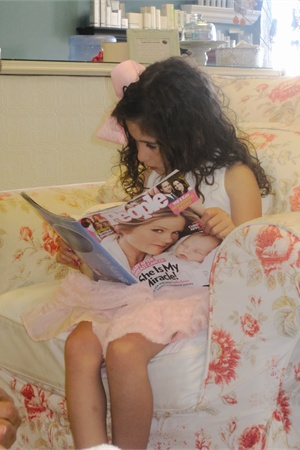 <p>My daughter Quinn enjoyed relaxing in the comfy overstuffed chairs while our nails dried after our pedis.</p>
