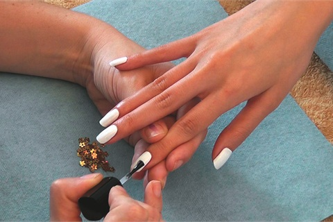 Prep And Shape The Natural Nails Ly An Overlay To All 10 Using A S P White Acrylic Powder Bonding Liquid Buff Smooth