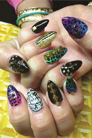<p>Nails by Britney Tokyo</p>