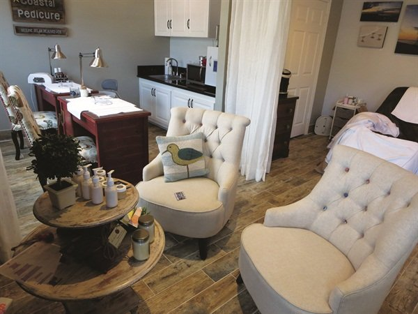 <p>The comfortable interior is a fun mix of beach meets country.</p>