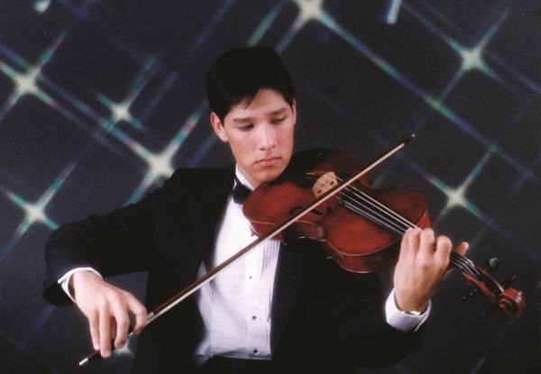 <p>Eduard performs in 2003.</p>