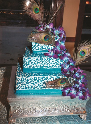 <p>Can't miss the opportunity for an embellished cake. <em>Photo courtesy of Venu & Bala Varanasi.</em></p>