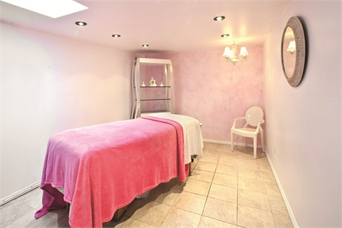 "<p class=""NoParagraphStyle"">The waxing room is rented out by an esthetician, who keeps her services competitively priced, therefore attracting a younger crowd from the local Santa Barbara universities.</p>"