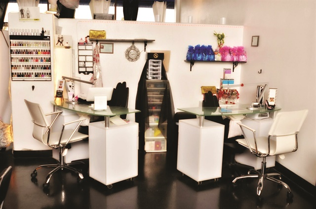 <p>Style Me Sweet Beauty Lounge specializes in sculpted nails using clear and colored acrylic. Their favorite social media trend is #notpolish.</p>
