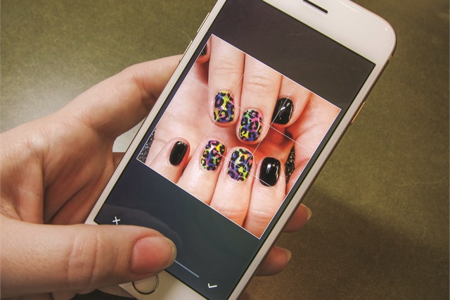 <p>Crop your photos so nails are seen easily.</p>