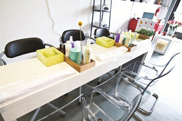 <p>UberChic's original location featured three manicure stations. </p>