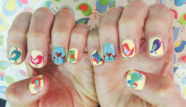 Colombian Nail Artist Attempts World Record Sized Nail Art Lesson