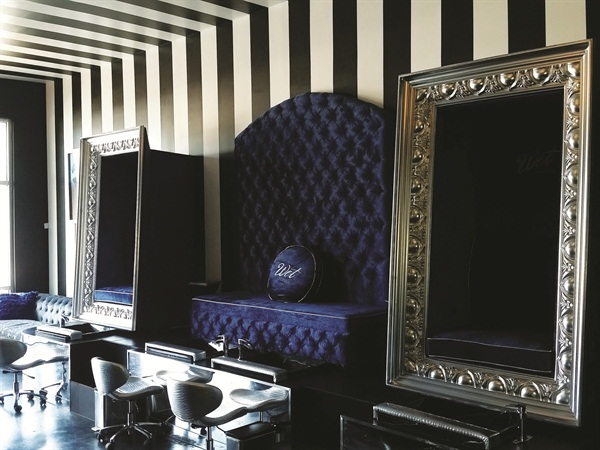 <p>On either side of the salon, there are two custom frame seats and one larger bench with two pedicure tubs.</p>
