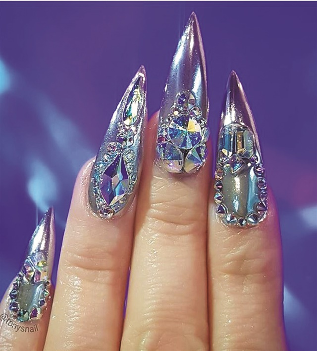 <p>Nails by Tony Ly (@tonysnail)</p>