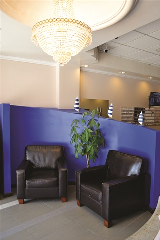<p>The curvy, blue furniture and tiny sailboats that adorn the lobby lend themselves to the salons nautical theme.</p>