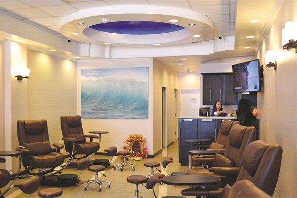 <p>Just a walk from the beach, the salon attracts a lot of locals and university students</p>