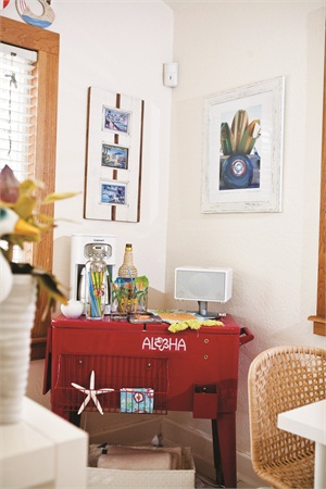 <p>Some of the amenities offered at the sunny salon include beach-inspired drinks and reggae music to keep the atmosphere fun and light.</p>