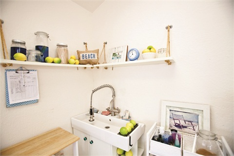 <p>Organic ingredients for the Summer Lemonade and Blue Crush treatments add a bright touch to the salon's clean, white walls.</p>