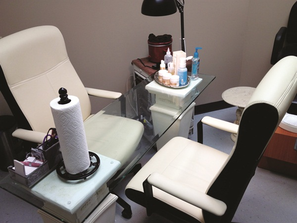 Renting a salon suite, Crestylnn Westig operates her single-tech salon as The Nail Mender.