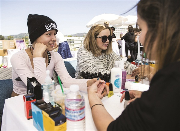 <p>Singer/songwriter Cailee Rae, far right, joins in on the manicure fun.</p>