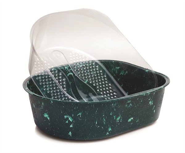 <p>Belava's Marbled Jade Pedicure Tub accommodates the company's sanitary disposable liners.</p>