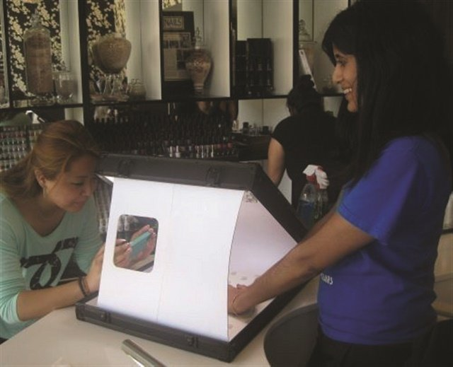 <p>Before leaving the salon, clients can snap a pic of their finished nails in a lightbox.</p>