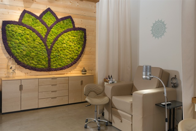The salon decor is inspired by Zen style.