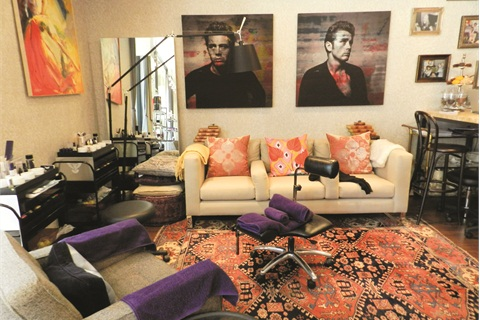 <p><span>I loved the two massive paintings of </span><span>James Dean behind the couch.</span></p>