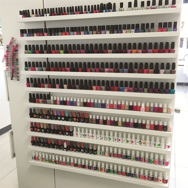 <p>Smudge offers OPI, Essie, IBD, and Gelish polish and gel-polish, as well as vegan polish brand Lakur.</p>
