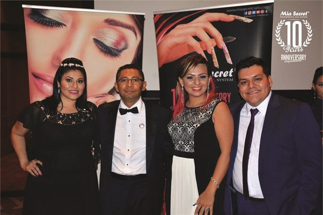 Mia Secret CEO Roberto Mejia poses with some of the company's  International Master Educators. Left to right are Blanca Martinez, Mejia, Francis Mangano, and Arturo Osorio.