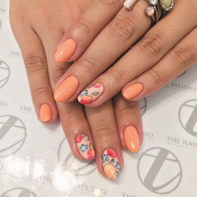 <p>My nails by Teena Olsen</p>