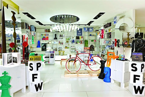 <p>C&A Iguatemi in São Paulo always feels fresh because the space can change easily to highlight whatever new product is in the store. With flexible, perimeter fixtures, the space is morphed to best suit new merchandise. Though small, there's enough room for meandering and discovery.</p>