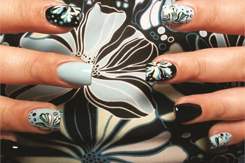 <p>Nails by Sara Khalaf</p>