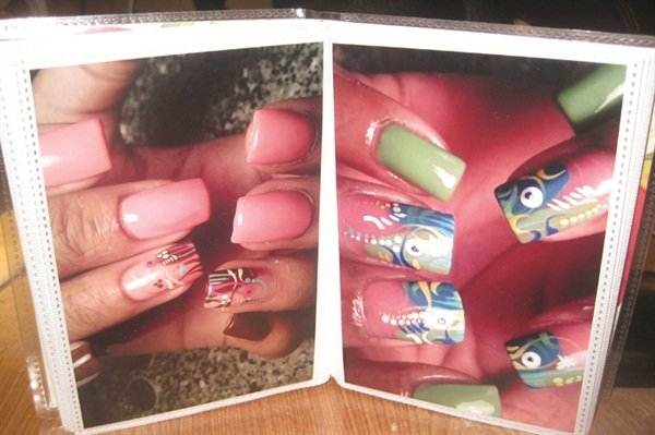 For clients who may have missed hervast online portfolio (via sites like Instagram),Johnson p resents prints of her nail designs inphysical albums housed at her table.