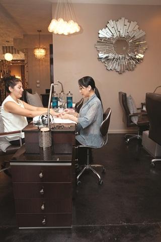 <p>Manicure</p>