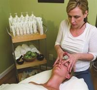 <p>Sarah Elizabeth Kiute enjoys making her clients feel beautiful.</p>