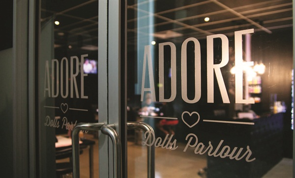 <p>Located in Varsity Lakes, on the Gold Coast of Australia, Adore Dolls Parlour caters to young professionals who love nail art.</p>