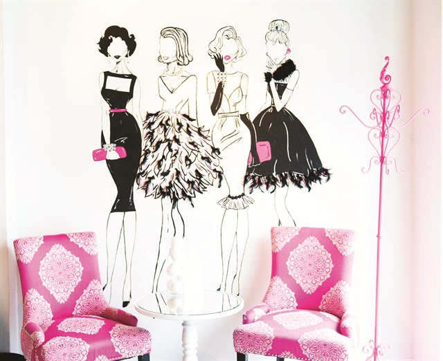 Sauers and Alexa Vercammen, one of her nail techs, hand drew this modern take of Elizabeth Taylor, Grace Kelly, Marilyn Monroe, and Audrey Hepburn.