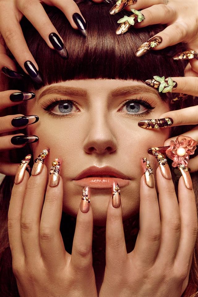 <p>Nails by Amber Takano</p>