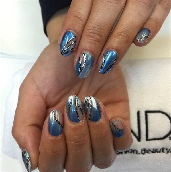 Q Riouser Q Riouser Nail Art: Mani Monday: Negative Space Ombre Nails