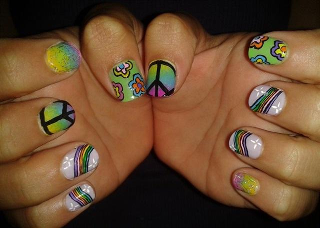 "<p>Via <a href=""http://nailartgallery.nailsmag.com/r7777/photo/331137/hippy"">Nail Art Gallery</a></p>"